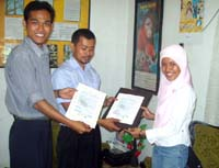 Syarifah Lia Andriati (far right) receives first OUREI funded Orangutan Caring Scholarship
